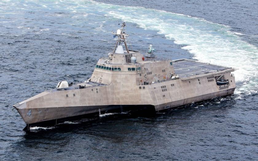 USS Coronado střílela na západní pobřeží USA