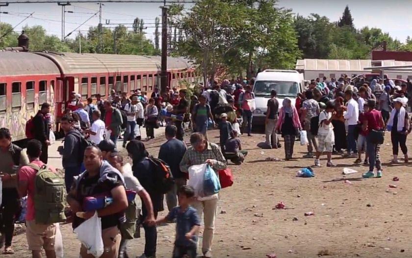 Česko se připravuje o víkendu uzavřít hranice s Rakouskem. Kvůli uprchlíkům.
