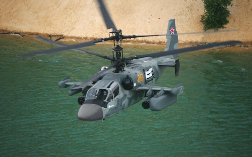 Video: Syřani na pláži mávají na ruský vrtulník Ka-52