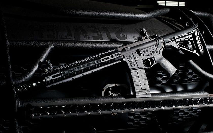 Video: Jak snadné je skrýt útočnou pušku před ochrankou