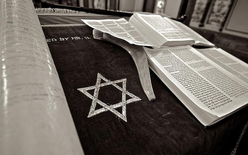 Evropští Židé se obávají muslimských migrantů. Hrozí výbuch nového antisemitismu?