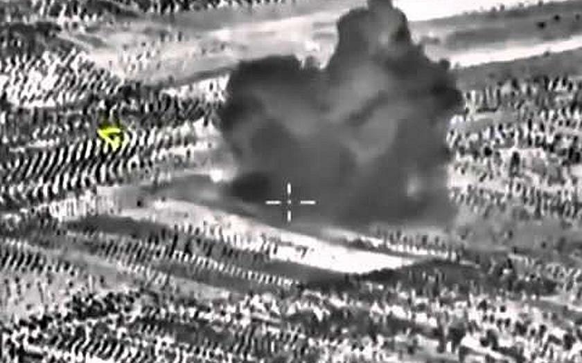 Západ varuje Rusko před útoky na civilní cíle v Sýrii. Mezitím NATO omylem vybombardovalo afgánskou nemocnici