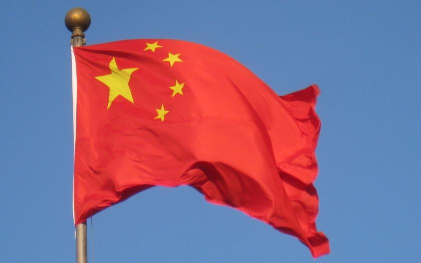 Čína se chce více otevírat světu a investorům, uvedl premiér Li