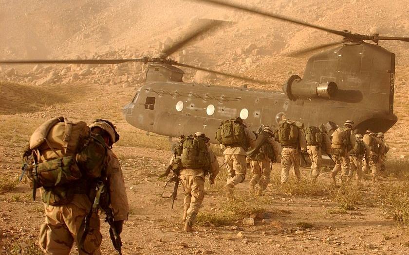 Obama chce bojovat proti IS v Afgánistánu. Americká armáda zůstává