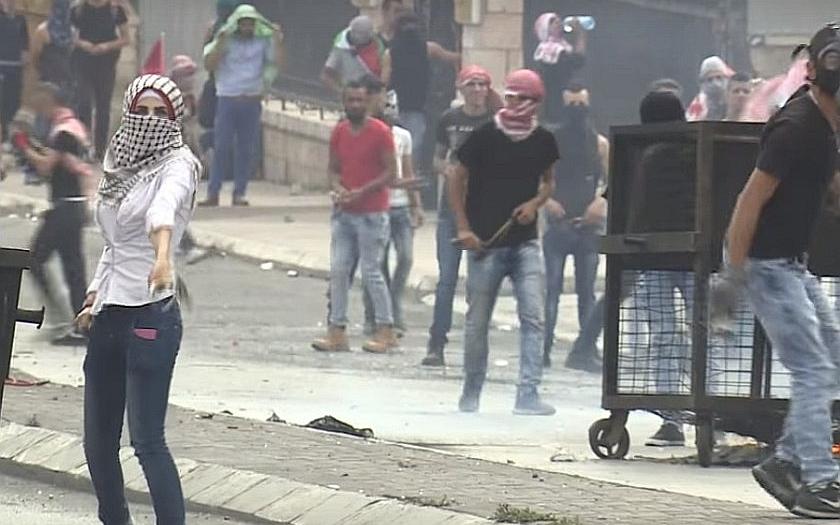 Izraelská střelba při protestech v Gaze už má 25 obětí