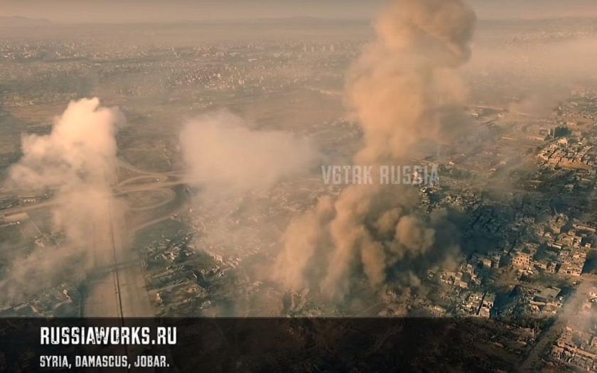 VIDEO: Letecké záběry syrské ofenzívy proti IS. Ruské drony natočily unikátní video ve Full HD