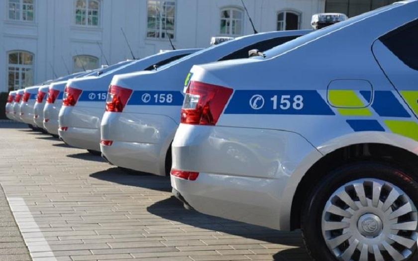 V pražských Hrdlořezích byla představena nová auta pro policii a hasiče