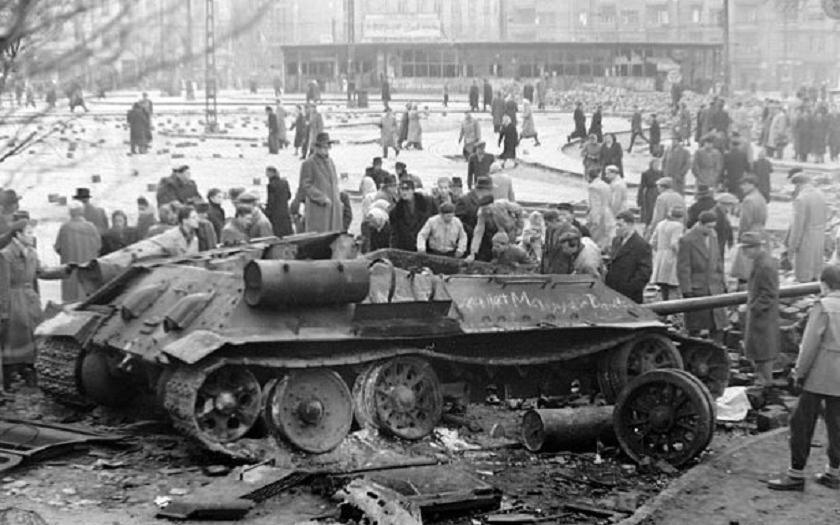 1956: Maďarské povstání rozdrceno sovětskými tanky