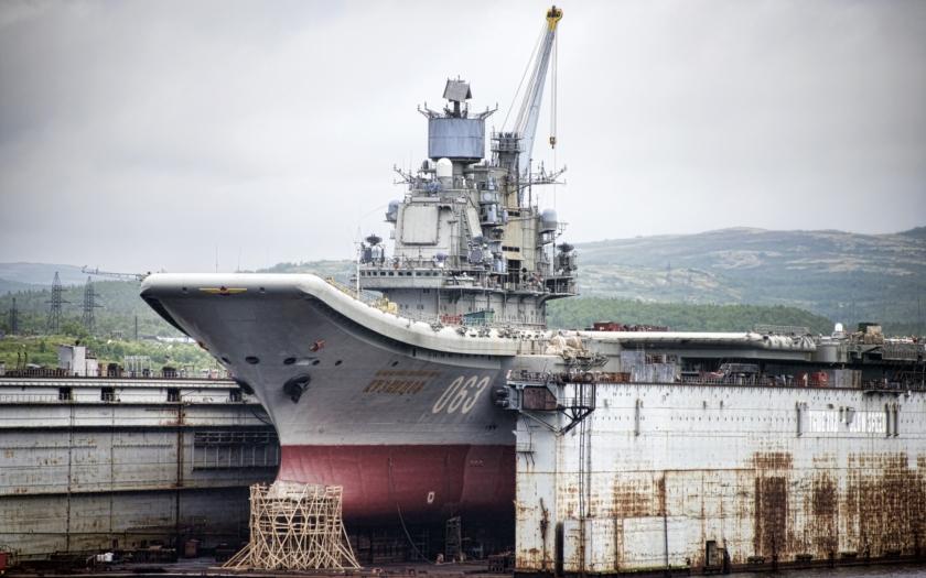 Ruská letadlová loď Admiral Kuzněcov projde opravami za 40 miliard rublů