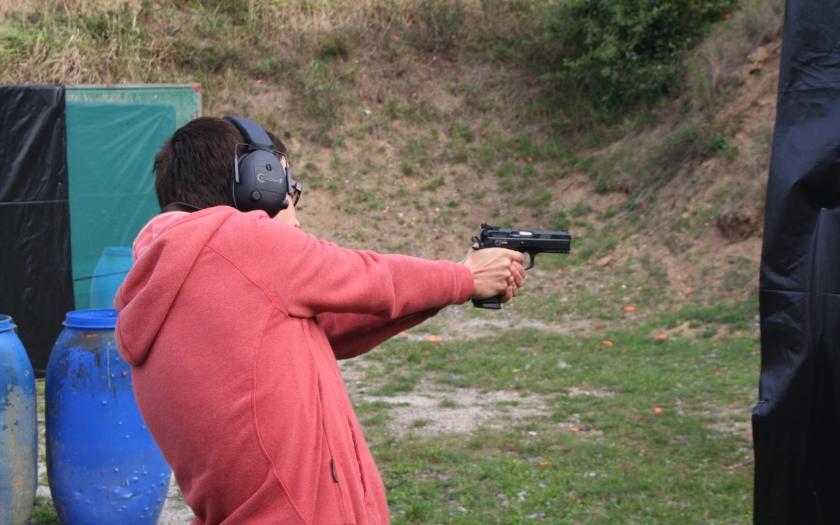Čeští držitelé zbraní se nepodřídí diktátu Bruselu a zbraně dobrovolně nevydají