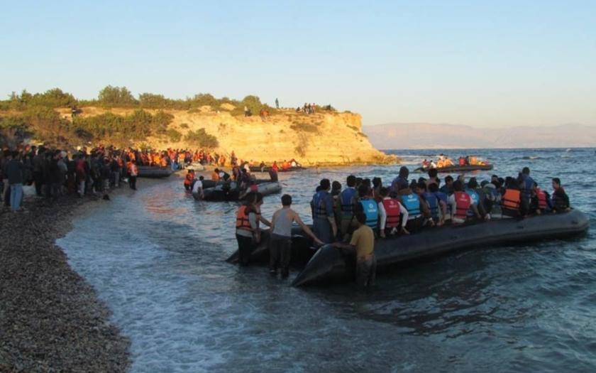 Turecké pláže plné uprchlíků. Pašeráci mají žně, nepřetržitým transportům nikdo nebrání, proč?