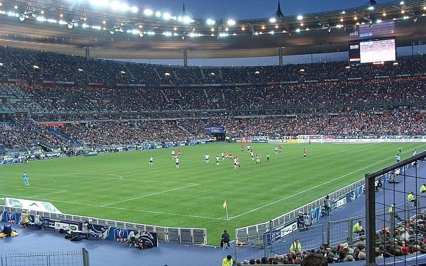 Pracovník ochranky zabránil krveprolití na pařížském stadionu