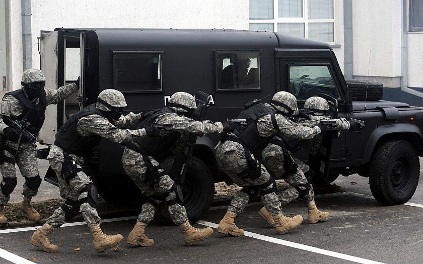 Video: &quote;Ukrajinskou jednotku SWAT zlikvidovaly turnikety&quote;