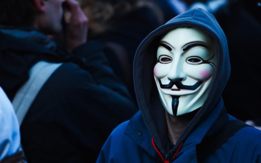 Hnutí Anonymous napadlo už přes 5500 účtů islamistů na Twitteru