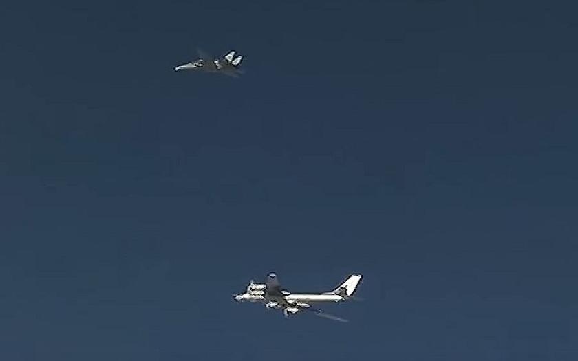 Video: Legendární F-14 doprovázely ruské Tu-95 k náletům na IS