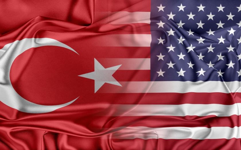 Pokud na nás USA uvalí sankce kvůli protivzdušným systémům S-400, odpovíme protiopatřeními, prohlásil turecký ministr zahraničí