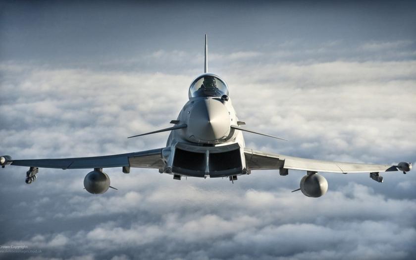 Cameron vyzval k rozšíření britských náletů na IS i na Sýrii
