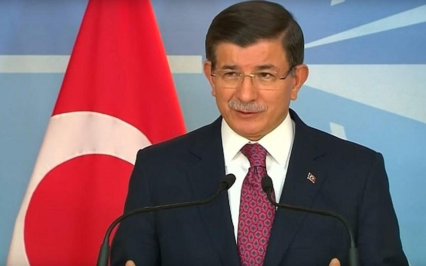 Turecký premiér zuří a obviňuje Rusko z propagandy