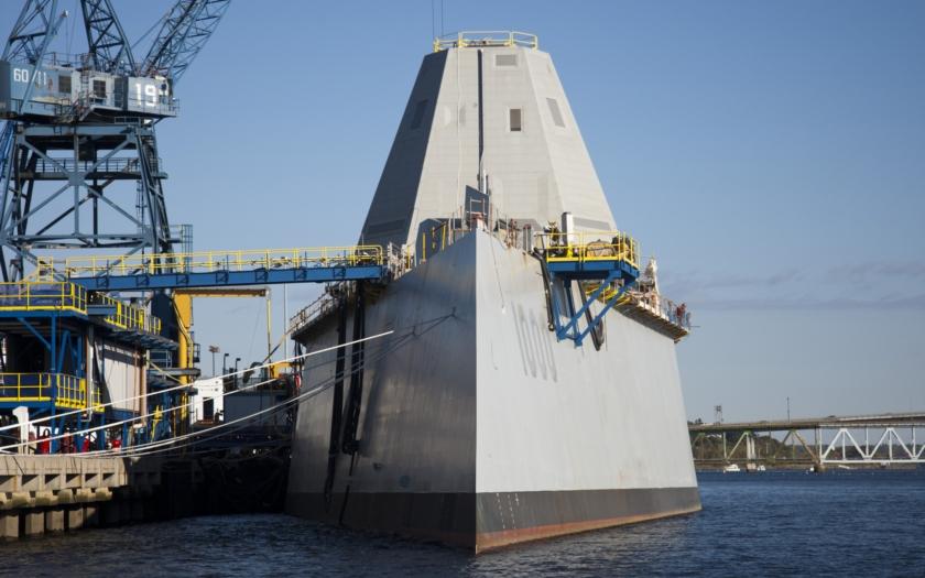Odborníci pochybují o stabilitě nejnovější americké lodi USS Zumwalt