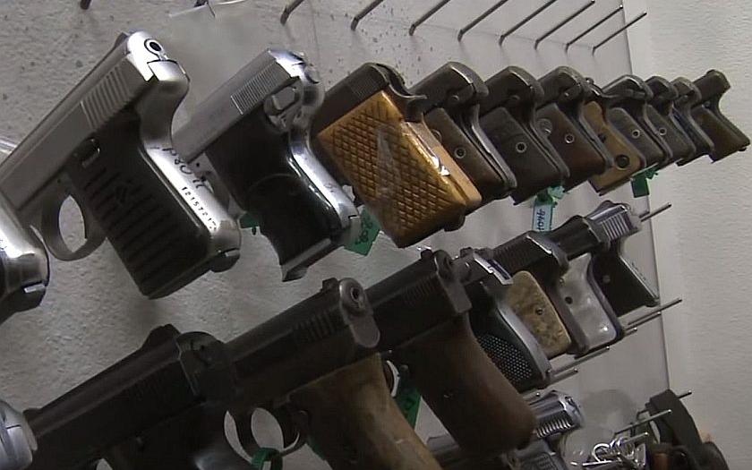 &quote;Všechny střelné zbraně je potřeba zakázat! Všechny civilisty odzbrojit!&quote;
