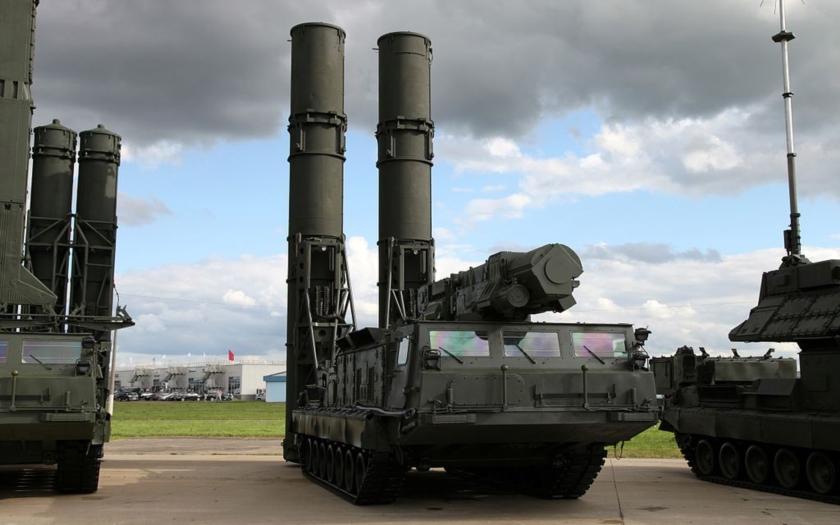 Rusko prý zaslalo do Íránu první část protiletadlových raket