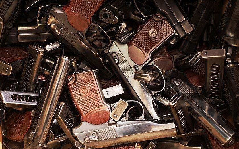 SIPRI: Prodej zbraní ve světě za pět let stoupl o deset procent