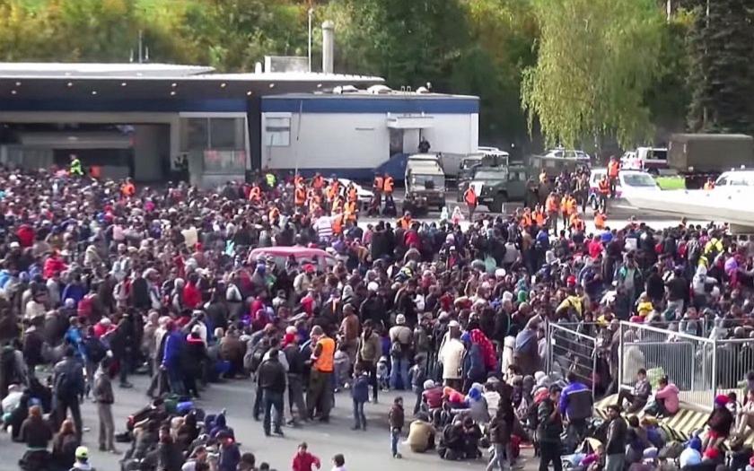 Policie varuje kancléřku Merkelovou. Až 90 procent uprchlíků v Německu neprošlo žádnou kontrolou.