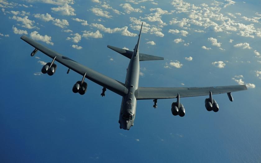 Ruská stíhačka Su-27 zachytila americký bombardér B-52 nad Baltským mořem