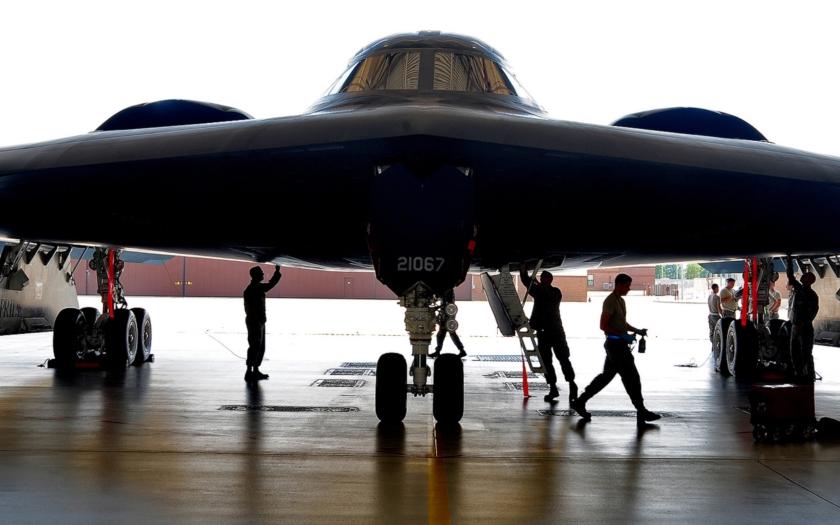 Video: Nejvyspělejší strategický bombardér světa B-2
