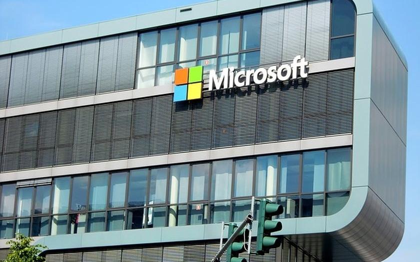 Microsoft bude varovat uživatele před vládními hackerskými útoky