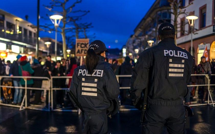 Německý reportér: &quote;Policie od začátku věděla, že pachateli jsou žadatelé o azyl&quote;