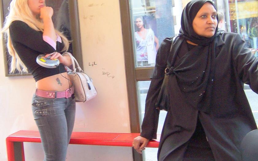 Italští muslimové: Ženy si mohou za obtěžování svým &quote;západním&quote; oblékáním