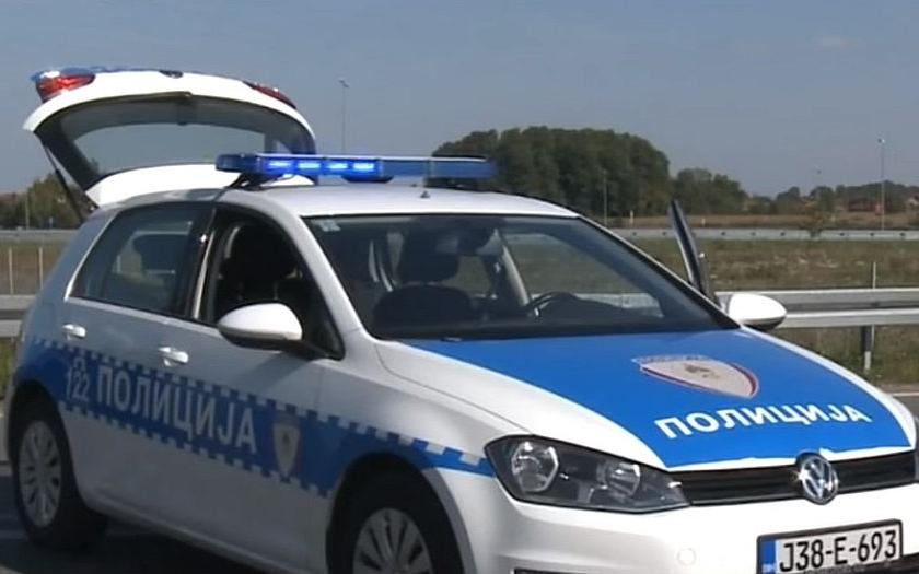 Bosenští policisté s kalašnikovy údajně přepadli obrněný vůz s penězi