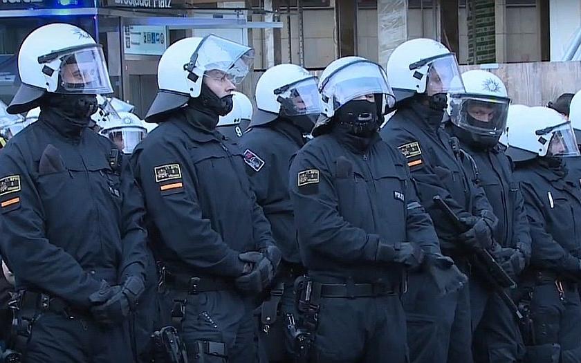V Německu stoupá počet pravicových extrémistů i útoků proti uprchlíkům
