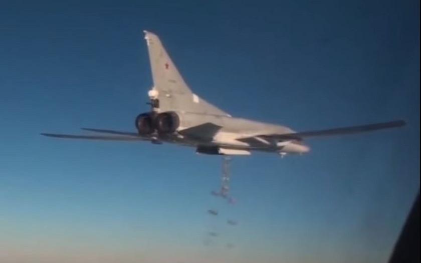 Video: Tu-22M3 sype nadílku teroristům