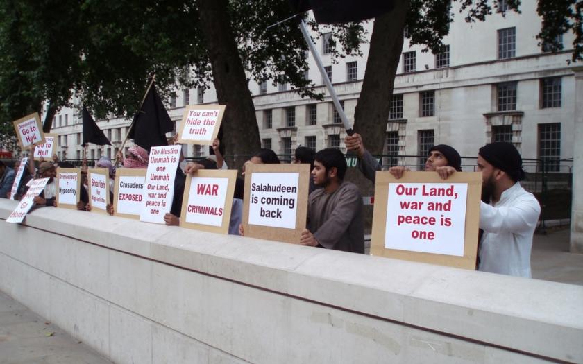 Kapitoly z Kurase: Dhimmikracie, Lord Ahmed a deset tisíc muslimů na obléhání Parlamentu