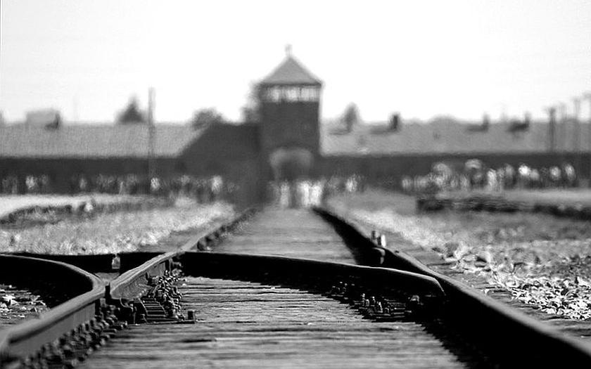 Dnes si celý svět připomíná holokaust. A Židé opět utíkají z Evropy, ale i před muslimy