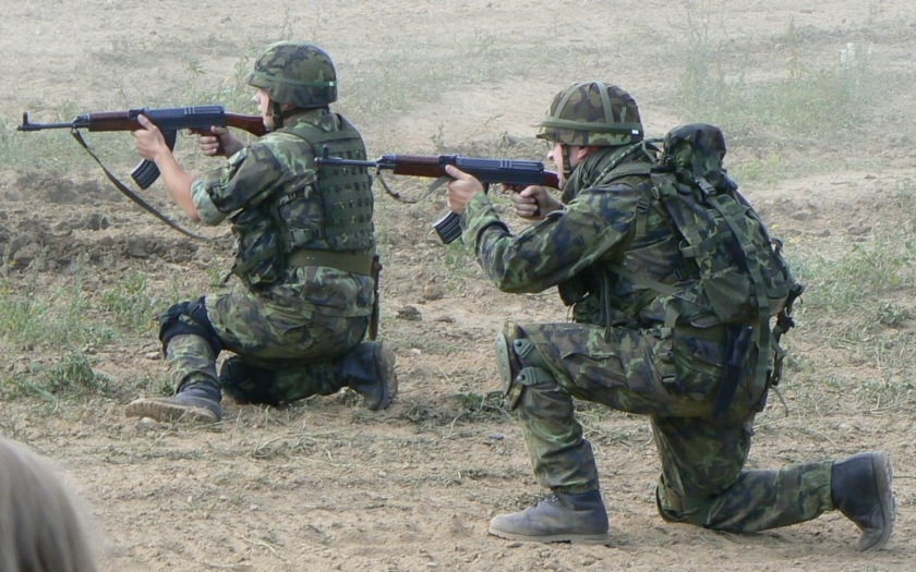 Armáda chce zdvojnásobit počet Aktivních záloh. Dostanou útočné pušky Bren