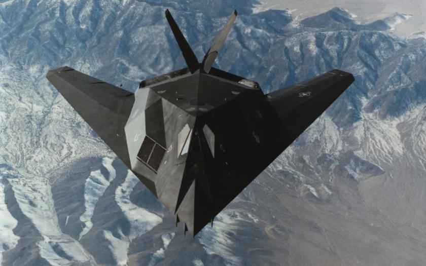 Americký neviditelný letoun F-117 zachycen opět v letu
