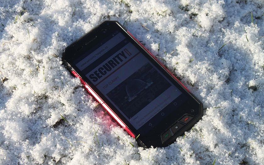 StrongPhone Q7 LTE: Odolný manekýn
