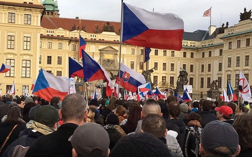 Byli demonstrující na pražském Hradě xenofobové?
