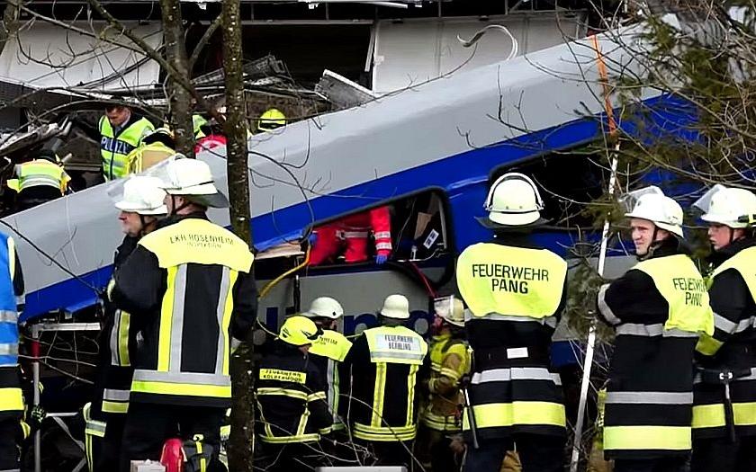 Za bavorským železničním neštěstím je zřejmě lidská chyba. Stála život 10 lidí