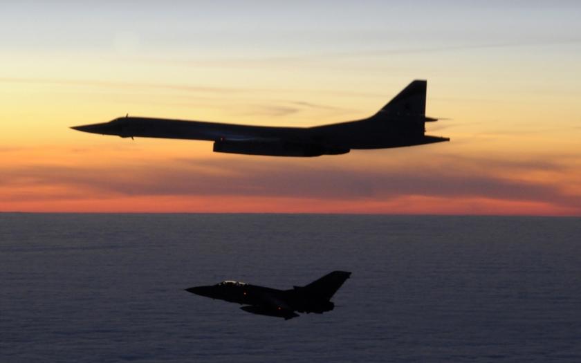Britské stíhače zachytily ruské bombardéry Tu-160