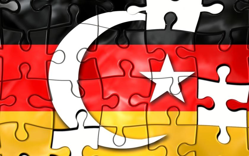 Merkelová sice odsuzuje dění v Turecku, ale s Erdoganem chce dál jednat