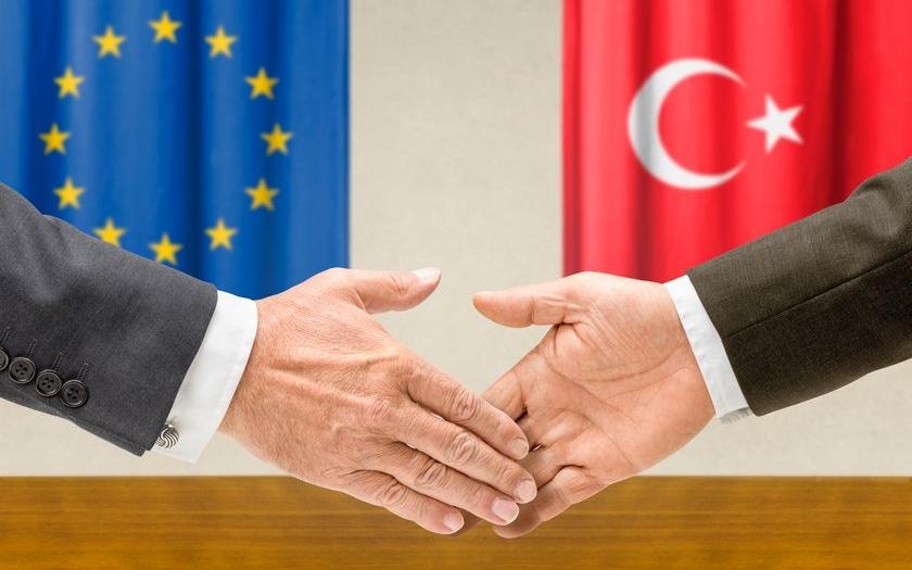 Bezvízový styk s Tureckem už od června? Evropská komise Turecko pochválila