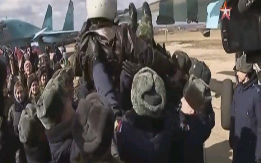 VIDEO: Ruský letci sa vrátili domov zo Sýrie