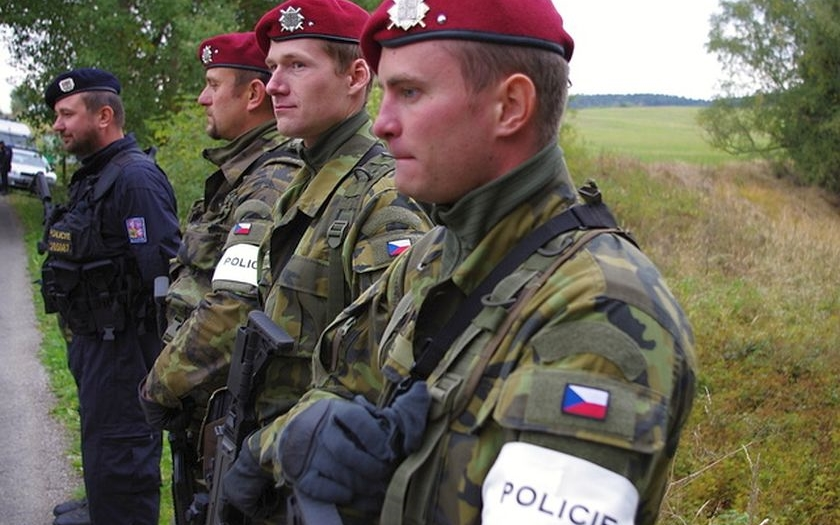 České republice chybí desítky tisíc lidí k zajištění její bezpečnosti. A bude hůř