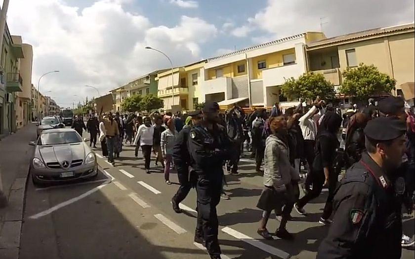 Vzpoura nakažených migrantů na Sardínii: &quote;Otisky dávat nebudeme!&quote;