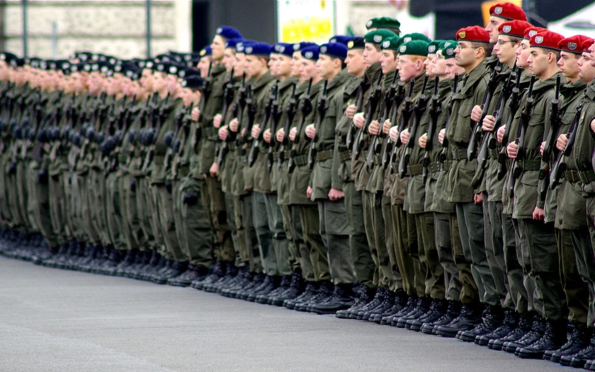 Rakouský ministr vnitra chce &quote;masívní hraniční kontroly&quote; a povolat armádu