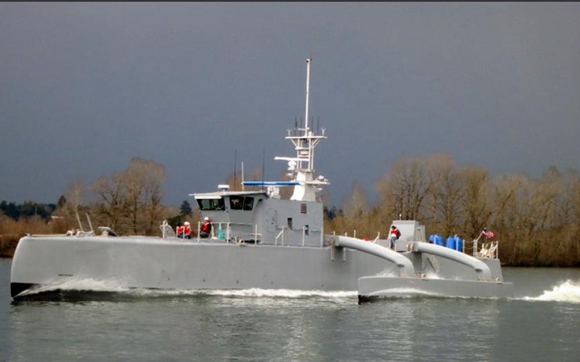Protiponorková robotická loď ACTUV prošla rychlostními testy